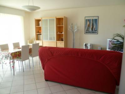 Living room Location Apartment 83787 La Rochelle
