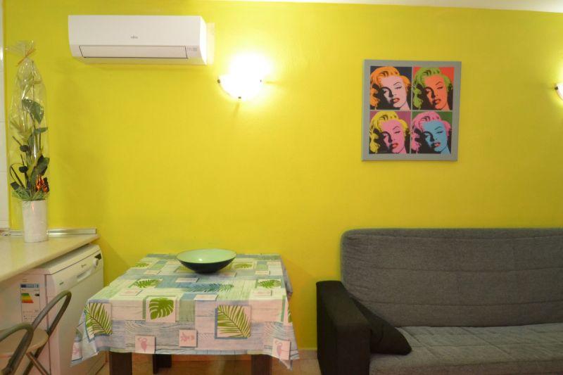 Open-plan kitchen Location Apartment 93563 Salou