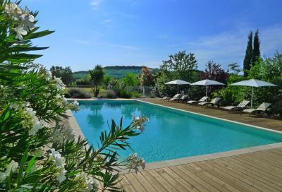 Swimming pool Location Vacation rental 93706 Uzès